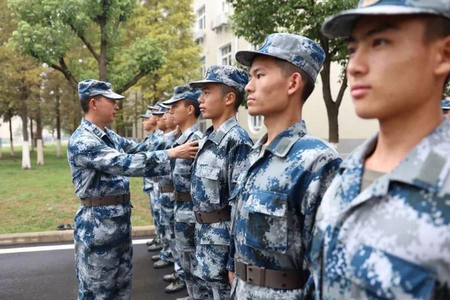 上海律师事务所为你分析接送不合格兵员罪怎么判